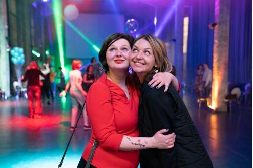 Ведущая вечера Мария Дегтева и фея, ивент-менеджер фонда Юлия Павлова