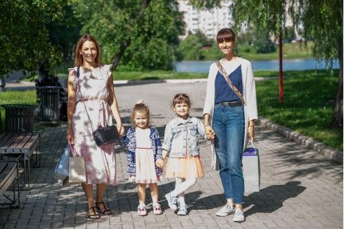 Екатерина с Настей и Соня с Ольгой