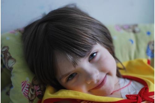 Это фото Даши Акатышевой было сделано около шести лет назад, когда девочка лечилась в Центре Рогачева. Сейчас у Даши все хорошо