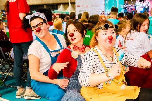 Без команды клоунов Игры представить уже сложно