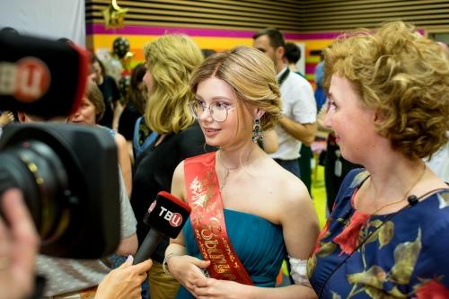 Алина дает интервью ТВЦ