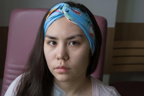 В больнице Настя стала присматриваться к работе врачей