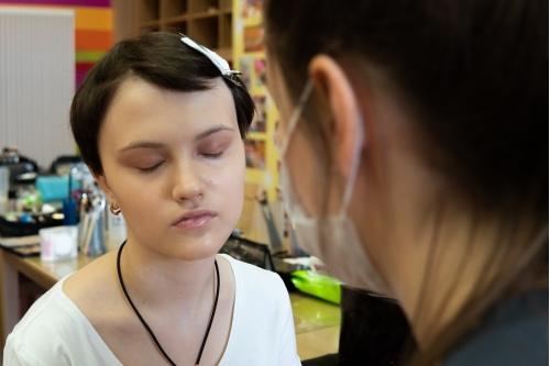 Первый макияж Даши Цицориной