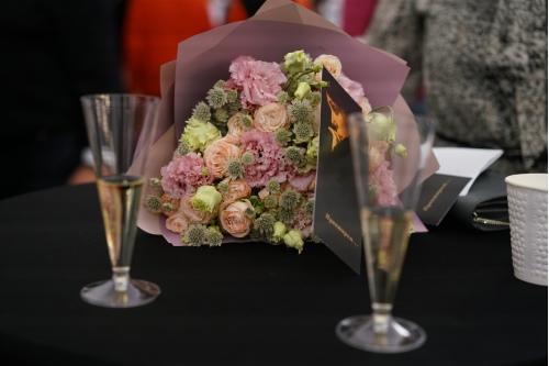 Цветы и шампанское!