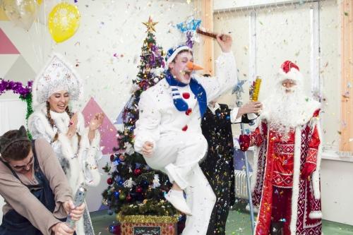 Елка, хлопушки, гирлянды — Новый год по всем правилам