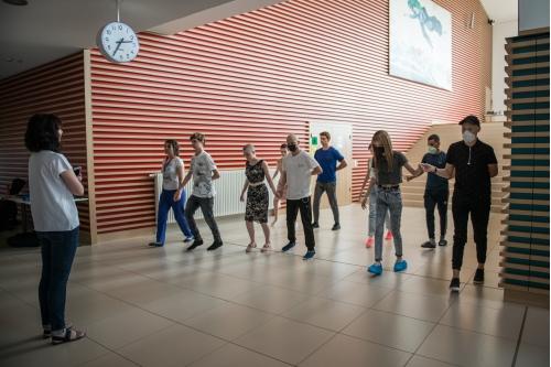 Ребята репетируют танец