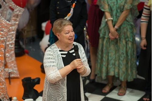 Ольга Васильева, министр образования РФ на выпускном в Центре детской гематологии