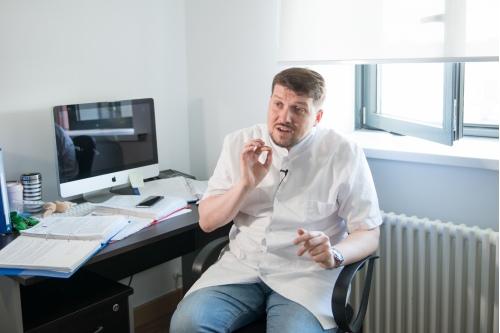 Денис Шевцов лечит детей от нуля и до четырех лет
