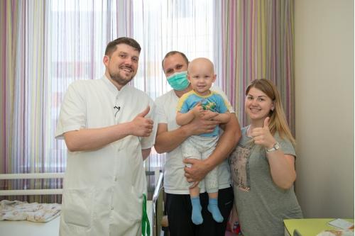 Маленькие пациенты и их родители любят Дениса Шевцова