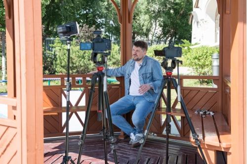 На съемке интервью