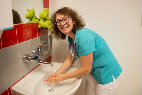 Главный инфекционист Центра им. Дмитрия Рогачева рекомендует чаще мыть руки, особенно в период пандемии
