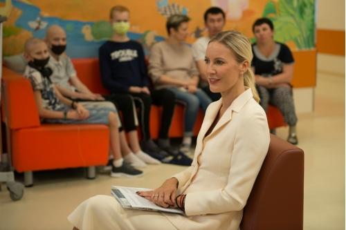 Елена Летучая в Центре детской гематологии