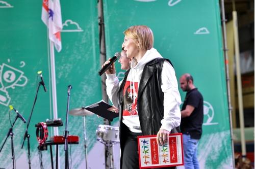 Яна Чурикова на протяжении почти двух часов зажигала на сцене