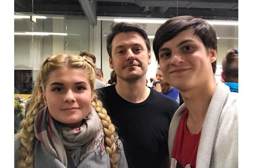 Вова с сестрой Аней и солистом еще одной своей любимой группы «Biting Elbows» Ильей Найшуллером
