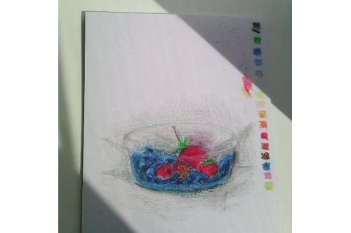 «Мне нельзя есть свежие ягоды, поэтому я их нарисовала», — так подписала в соцсетях этот рисунок Настя
