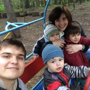 Катя с семьей