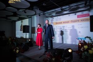 Дмитрий Литвинов приглашает на сцену победителя