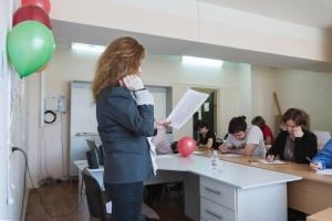 Анна Гусарова диктует