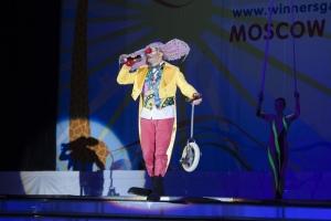 Ведущий церемонии открытия — клоун Александр Фриш