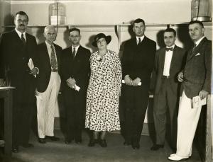 Анри Кутар (справа) в группе онкологов